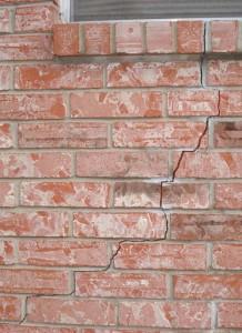 Fissure-Sous-Fenêtre-Mur-de-Briques