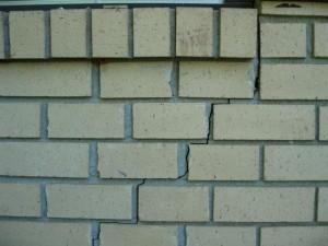 Mur-de-Briques-Fissure-Escalier