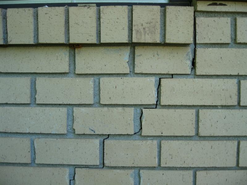 r paration de murs fissur s faites r parer vos murs de briques. Black Bedroom Furniture Sets. Home Design Ideas