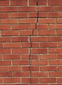 Fissure-Verticale-Mur-de-Briques